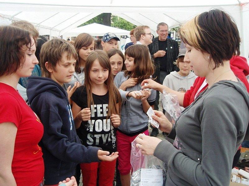Děti si mohly z náměstí odnést i kondomy.