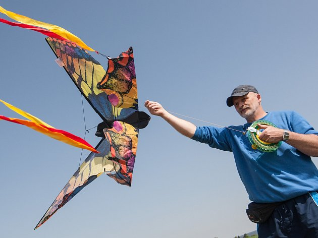 Na Brádelském vrchu (Jihlava) se konal 10. celorepublikový sraz létání s draky.
