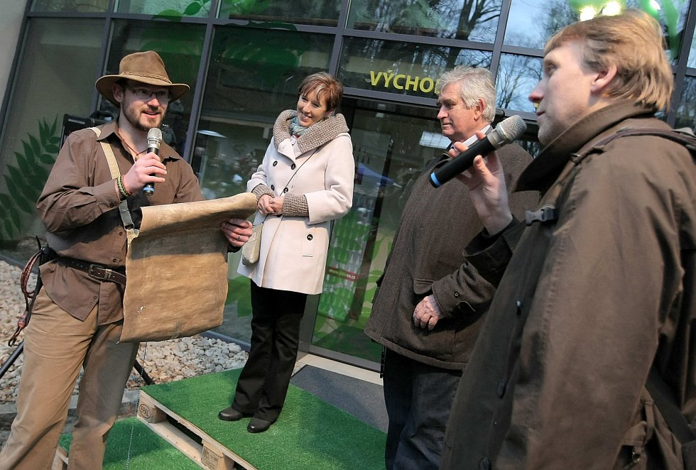 Pavilon přišel otevřít Indiana Jones.