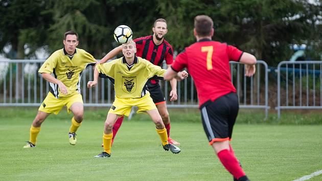 Fotbalisté Bohdalova (ve žlutém) doma přivítají Moravec, který loni ve druhém kole porazili 2:1