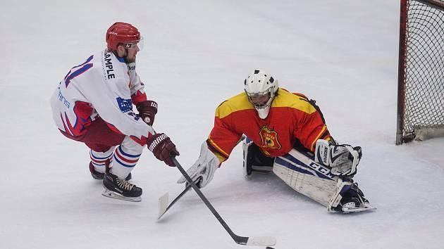 David Smejkal v dresu SK Telč se snaží proměnit jednu ze svých šancí.