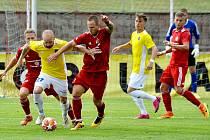 Fotbalisté Třince (v červeném) proti Jihlavě.