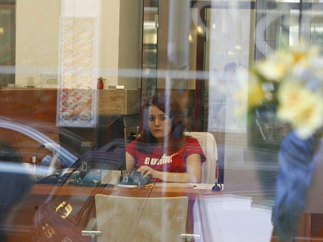 S urážkami se nejčastěji setkávají úředníci, kteří řeší sociální záležitosti. Ušetřeni však nejsou ani další zaměstnanci úřadů. Ilustrační foto.