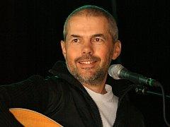 Marek Eben je autorem hudby i textů na novém albu Bratří Ebenů, které se nabízí pod názvem Chlebíčky.