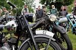 Fanoušci starých motocyklů se sjeli pod Roštejnem