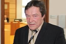 Bývalý předseda Horáckého souboru písní a tanců Vysočan Jan Havel u Okresního soudu v Jihlavě.