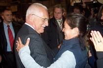 Václav Klaus v roce 2007 poznal, co to v Třešti znamená, když se řekne Cihelna. Po oficiálním přivítání s osobnostmi Třeště si stihl dát v areálu strojíren Podzimek a synové skleničku dobrého vína, a dokonce si i zatancoval s místními ženami.
