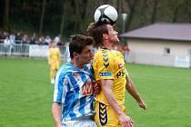 Fotbalisté Jihlavy (ve žlutém Filip Dort) remizovali včera v Čáslavi.