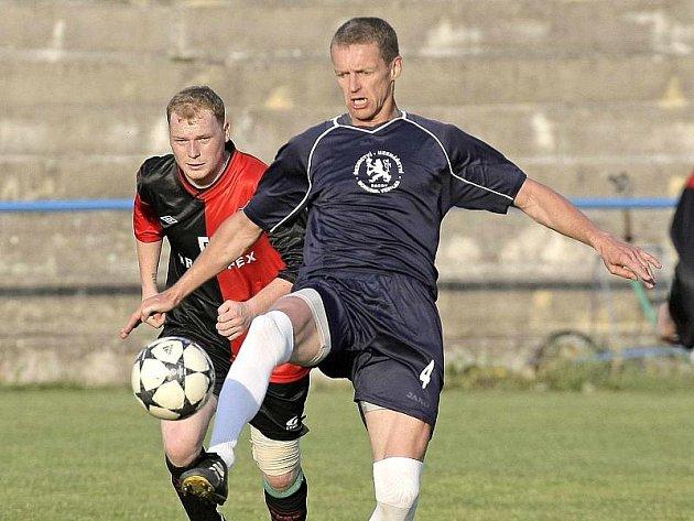 Humpolecký kouč Josef Soural musel v utkání s poslední třebíčskou juniorkou oželet útočníka Jiřího Pikla (vlevo).