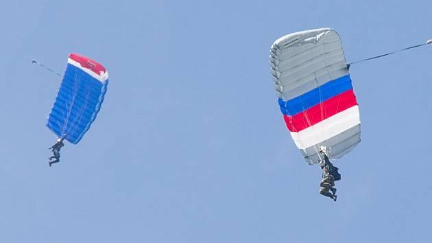 Armádní soustředěný výcvik ve výsadkové přípravě na letišti v Jihlavě - Henčově.