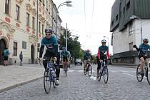 Do Jihlavy včera v rámci čtrnáctého ročníku Cyklo-běhu za Českou republiku bez drog dorazila na kolech šestice cyklistů. Skupina, ke které se na trase dlouhé dvanáct set kilometrů přidávají další nadšenci.