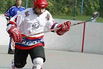 Hokejbalisté SK Jihlava (Pavel Bíbil) se po výhře nad Třincem posunoli do čela tabulky I.MNHBL mužů.