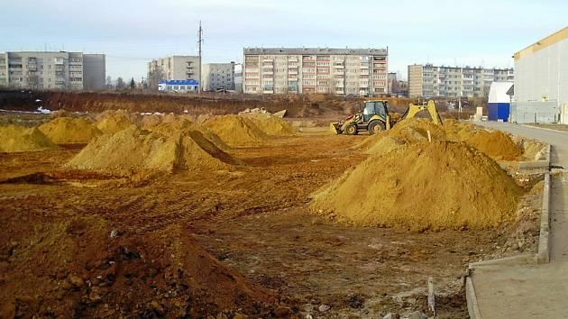 Firma PSJ má prozatím hotové zemní práce. Montáž ocelové konstrukce by měla začít v květnu.