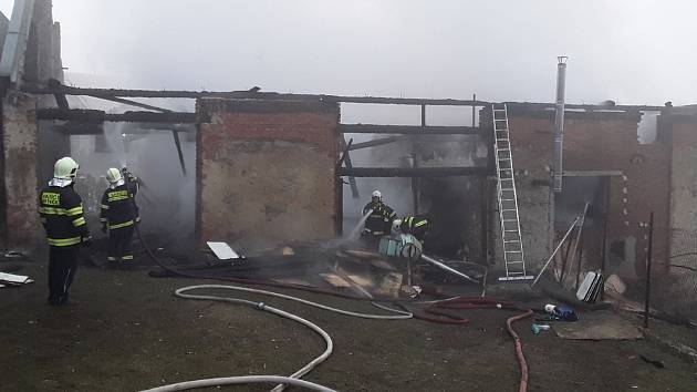 Hlášení o požáru truhlárny v Předboři na Jihlavsku přijali hasiči ve středu před třetí hodinou ranní.