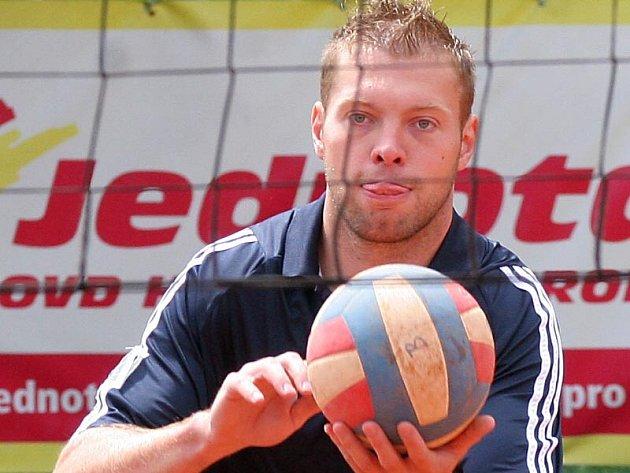 Za aktivním odpočinkem jezdí Josef Vašíček už řadu let na Míčový sedmiboj do Bezděkova u Chotěboře.