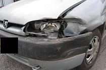 K dopravní nehodě dvou osobních automobilů došlo ve Školní ulici v Jihlavě.