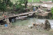 Poloprofesionální vojáci v záloze z Jihlavska pomáhali na konci června v povodněmi postižených obcích v Moravskoslezském kraji. Během dvou dnů mimo jiné odstraňovali popadané stromy ze silnic a z koryt řek.