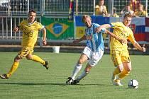 Fotbalisté Jihlavy (vpravo Muris Mešanovič) sice v Čáslavi neinkasovali, ovšem v ofenzivě byli bezzubí.