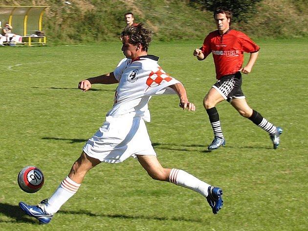Dobronín se udržel. Fotbalisté Dobronína (Tomáš Sedláček) měli v závěru veliké štěstí a I. A třídu nakonec udrželi.