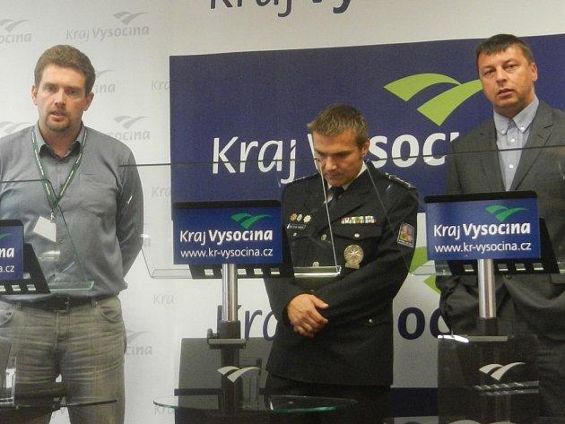 Na krajském úřadě o kyberkriminalitě mluvili Petr Pavlinec, Lukáš Habich a Pavel Tulej (zleva).