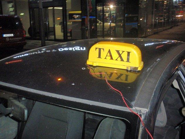 Řidiči taxislužby v Jihlavě budou moci od března 2016 jezdit pouze s osvědčením