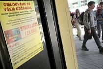 O blížící se stávce informovaly včera i vyvěšené letáky na nádraží v Třebíči.