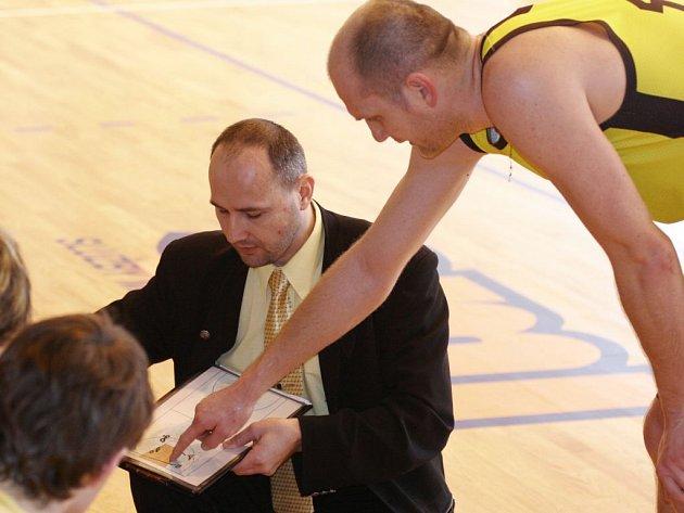 Trenér Petr Šilhart bude v letošní sezoně vymýšlet taktiku na  druholigové soupeře.