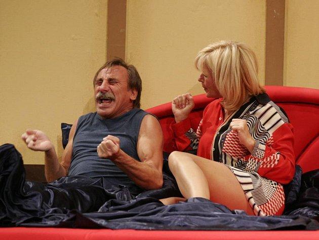 Pavel Zedníček a Jana Paulová přijedou do Jihlavy zahrát francouzskou komedii Drahouškové.