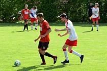 Výběr Sapeli Polná (v červeném) i hráči Bedřichova o víkendu zahálet nebudou. Utkají se proti sobě v Jihlavě od 16 hodin.