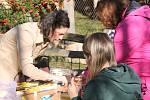 Zájemci se vedle zábavy mohli i něco dozvědět o gibonech.