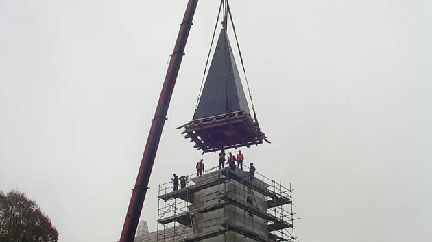 Zámek v Přísece, kde vzniká muzeum modelů, během rekonstrukce získal i novou věž.