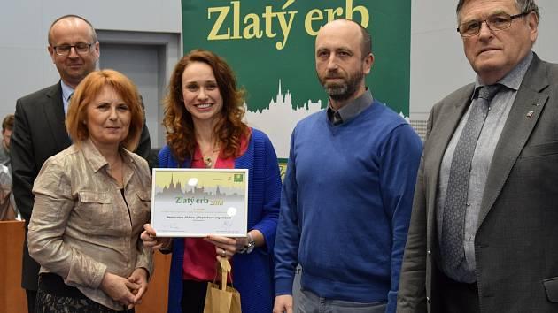 Diplom za první místo převzali na hejtmanství Monika Zachrlová a David Zažímal.