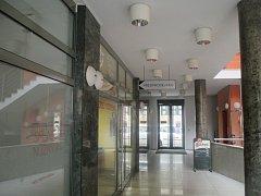 Předprodej. Na místě dnešního předprodeje má v budoucnu vzniknout kavárna a informační centrum divadla.