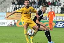 V nelehké situace se ocitli jihlavští fotbalisté v první lize. Stoper Jiří Krejčí (ve žlutém v duelu proti Českým Budějovicím) je však přesvědčen, že se vše v dobré obrátí.
