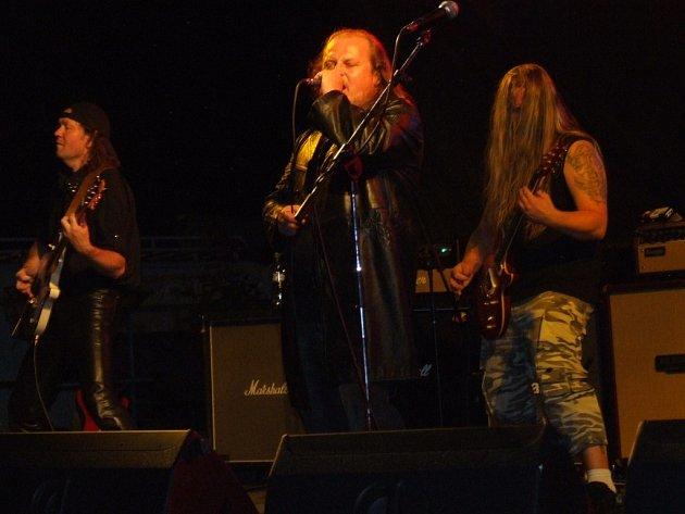 Skupina Kreyson. Ani tuto kapelu, v jejímž čele stojí Láďa Křížek, neminuly problémy se zvukem, které doprovázely celý festival. Po dlouhém ladění svůj koncert nakonec odehráli.