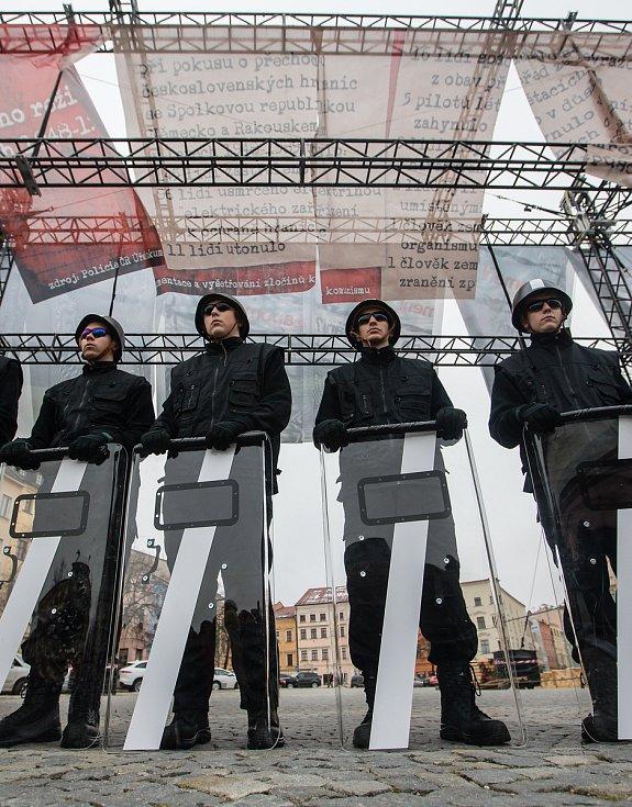 Připomínka třiceti let od sametové revoluce v přilehlých ulicích Masarykova náměstí v Jihlavě.