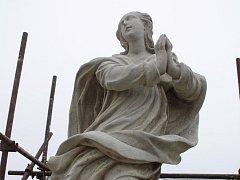 Panna Maria po očištění a zeslabení krust.