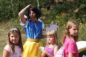 Pohádkový les v Dobroníně nabídl postavy z klasických i moderních pohádek. Foto: Denik/