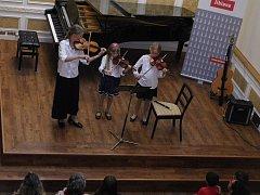 Během koncertu pro rodin zazněla dvacítka hudebních děl různých žánrů.