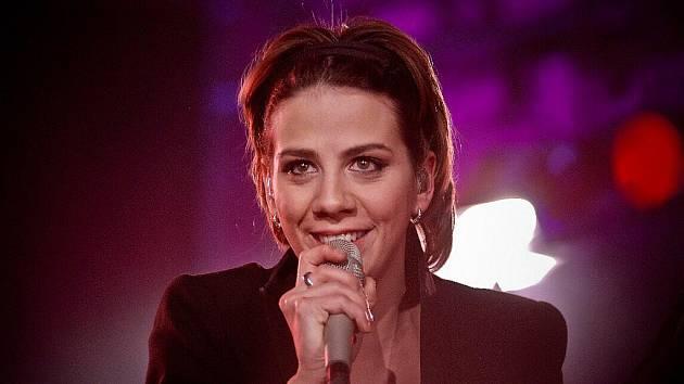 Při současném turné po Česku Aneta Langerová představuje své nové album nazvané zcela jednoduše: Jsem. Seznámit se s ním můžete v pátek v Domě kultury ve Žďáře nad Sázavou.