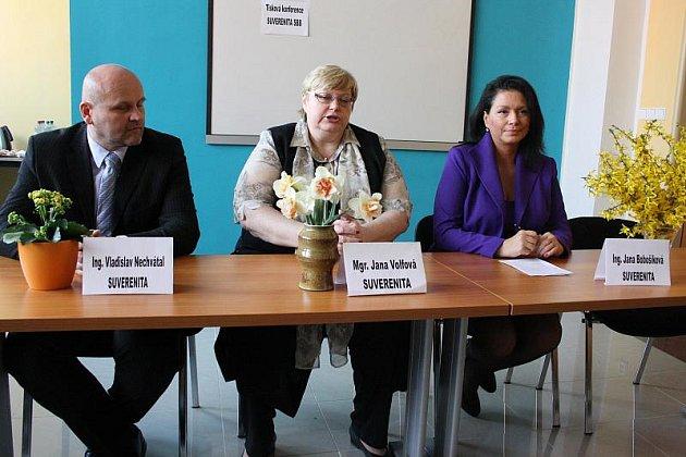 V čele Suverenity chce stát její zakladatelka Jana Bobošíková (vpravo). Podporuje ji dříve spíš levicově zaměřená Jana Volfová a na Vysočině naopak pravicový Vladislav Nechvátal.