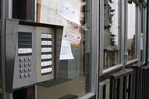 U většiny škol na Třebíčsku narazíte na zavřené dveře. Ale ouha. Někde stačí zazvonit, a máte před sebou volnou cestu.