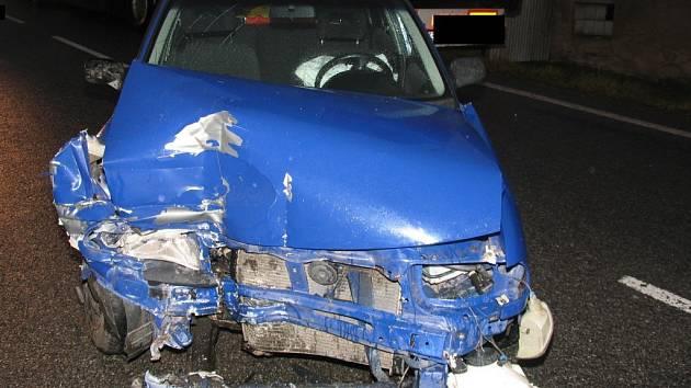 Lehkým zraněním řidiče a dvou jeho spolujezdkyň skončila dopravní nehoda v Rančířově.