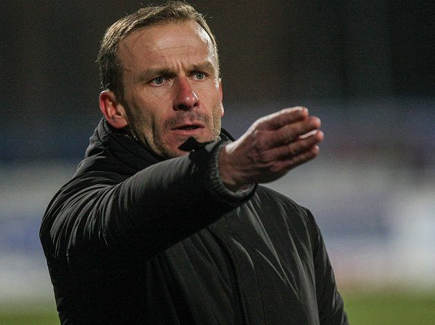 Trenér Jihlavy Ivan Kopecký má od vedení klubu indicie, že bude i přes nepovedený podzim u týmu pokračovat.