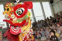 Vietnamský den v ZŠ Otokara Březiny v Jihlavě. Celý den završil překrásný barevný Lví tanec.