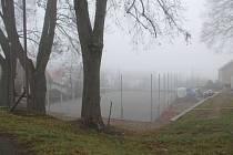Stavba hřiště probíhala i v zimě, na jaře už bude sloužit sportovcům.