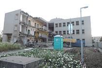 Bourání. Bývalý infekční pavilon jihlavské nemocnice sice už nestojí, ale Jihlava chce prostřednictvím nové naučné stezky připomenout,  že zde budova stála a jak významná byla.