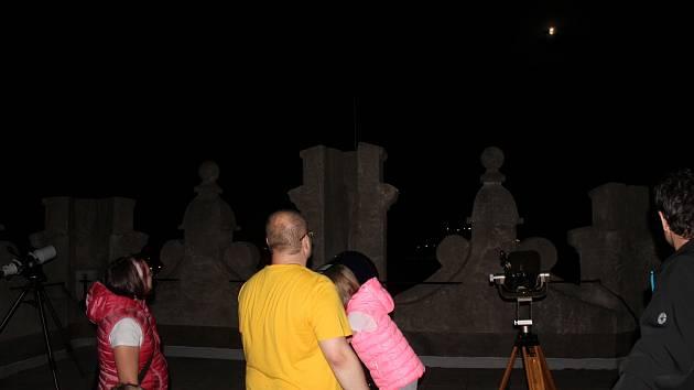Pozorování zatmění Měsíce v Jihlavě, ilustrační foto.