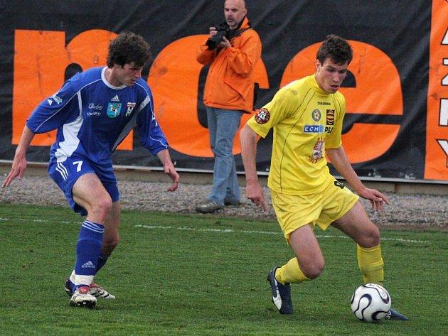 Mladíci vylétli. V jednom měla Jihlava úspěch. Předvedli se mladí hráči (ve žlutém Michael Rabušic), o které je nyní velký zájem.