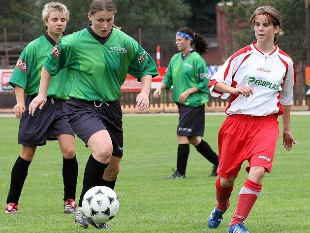 Fotbalistky Startu (v zeleném) na Spartu doma nestačily a na první prvoligové body stále čekají.